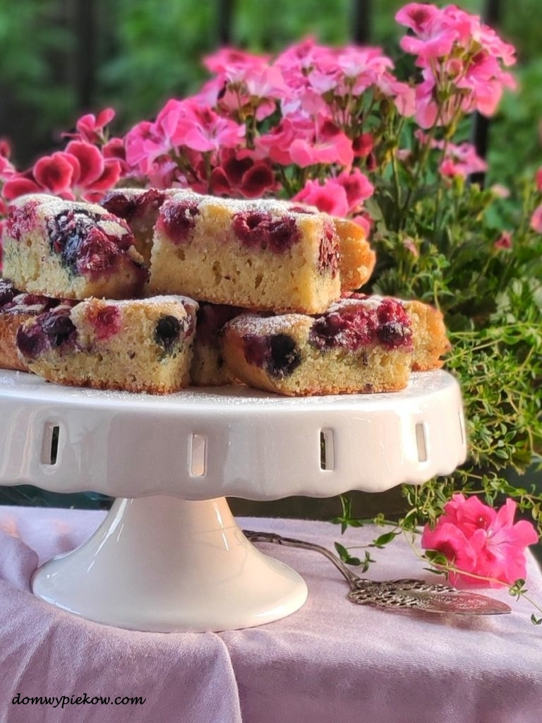 Jogurtowe ciasto z owocami