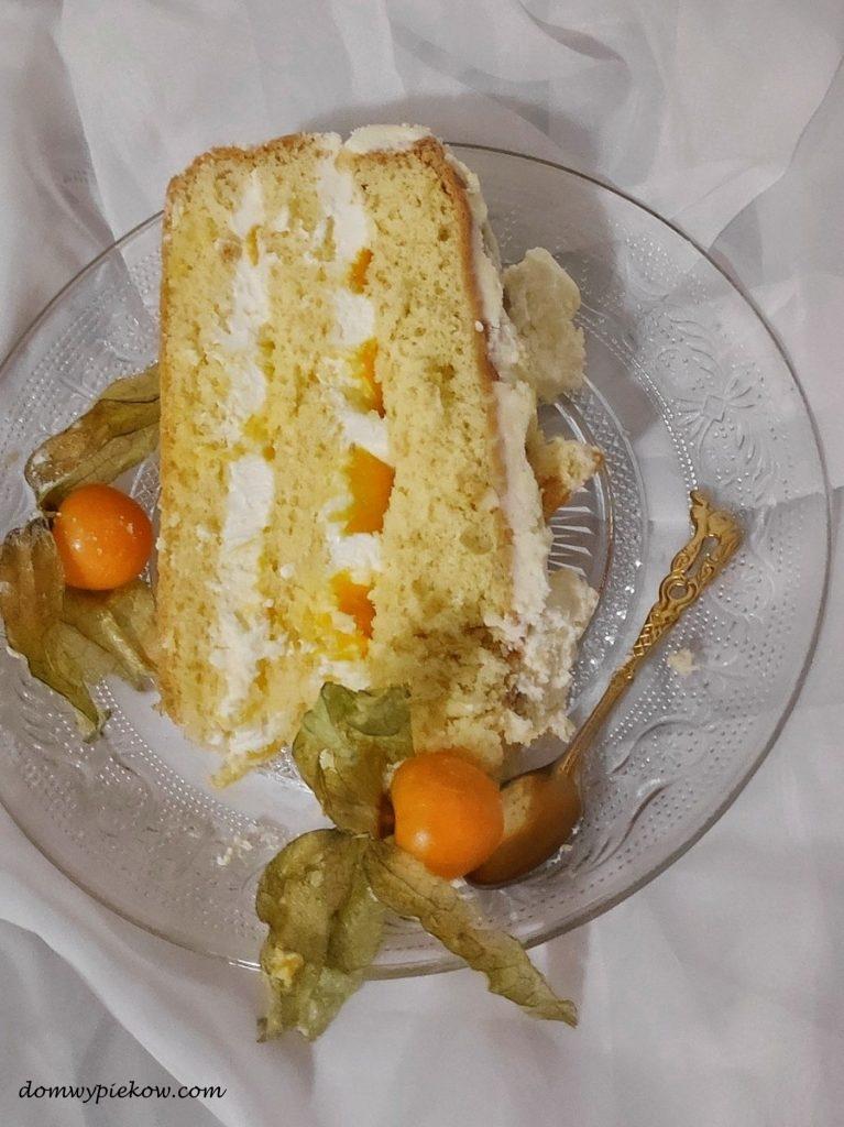 Tort śmietankowy z mango i physalis