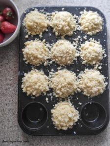 Drożdżowe babeczki z truskawkami