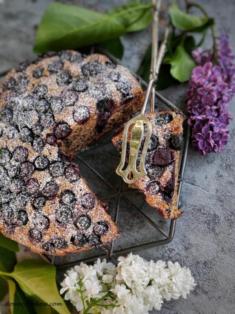 Ciasto orzechowe z borówkami