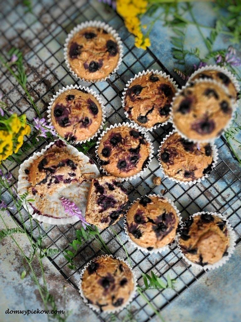 Muffinki z płaskurki z jagodami i kokosem