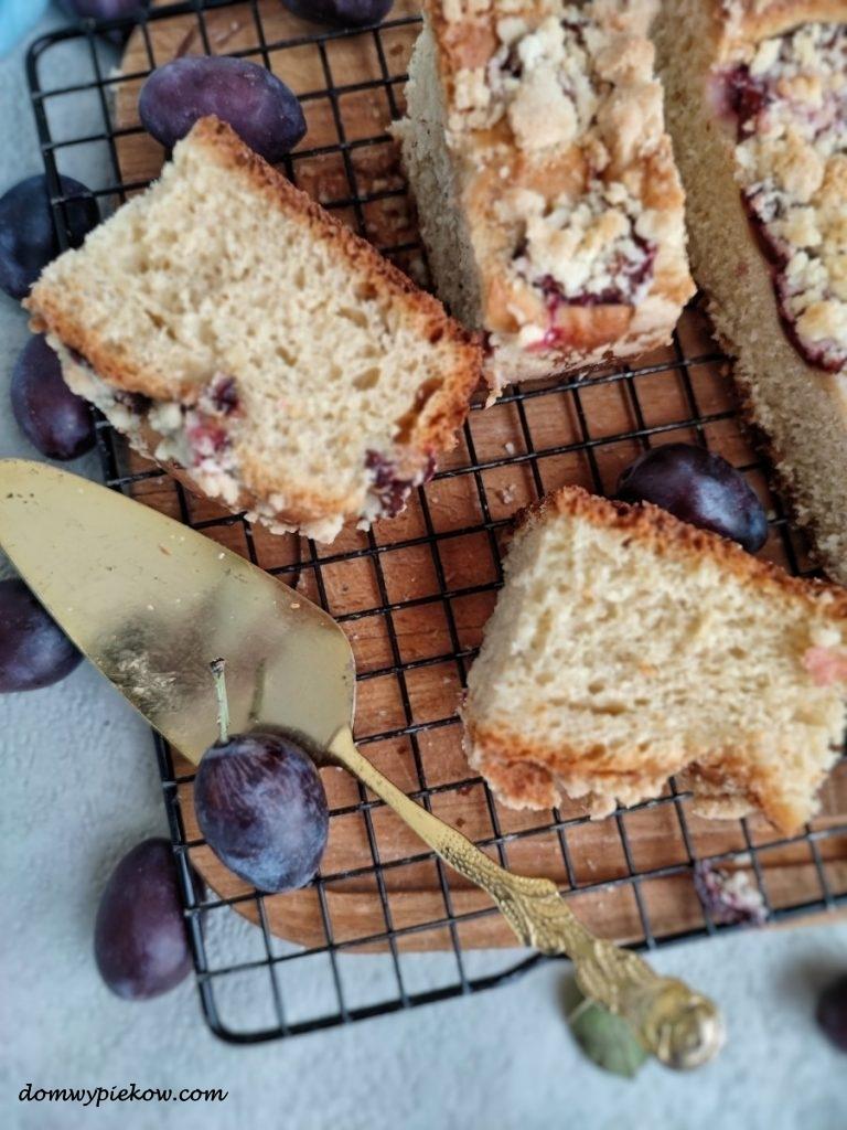 Ciasto drożdżowe na maślance z owocami i kruszonką